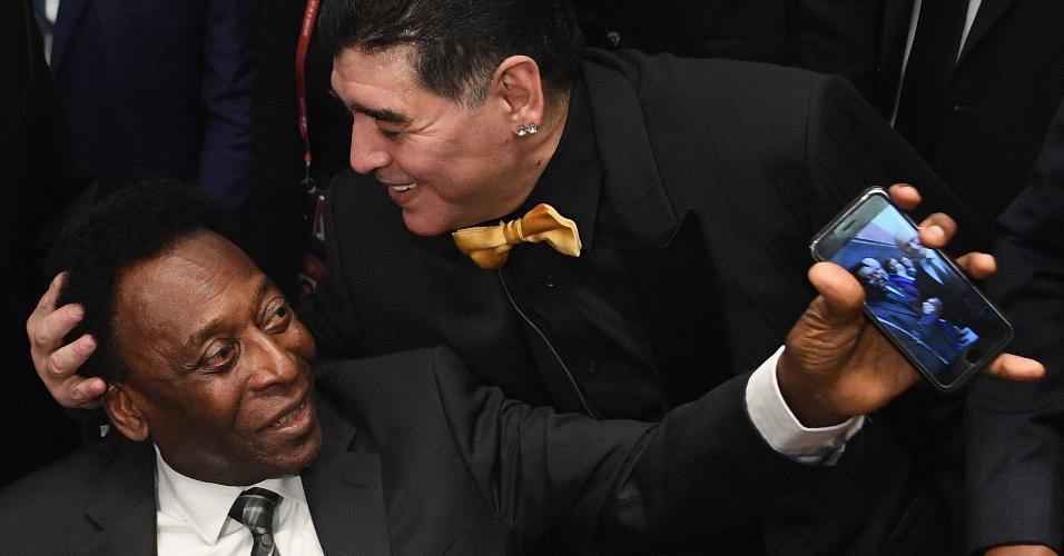 Pelé e Maradona no sorteio dos grupos da Copa do Mundo da Rússia