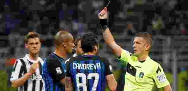Árbitro mostra o cartão vermelho para Vecino, da Inter de Milão - Stefano Rellandini/Reuters - Stefano Rellandini/Reuters