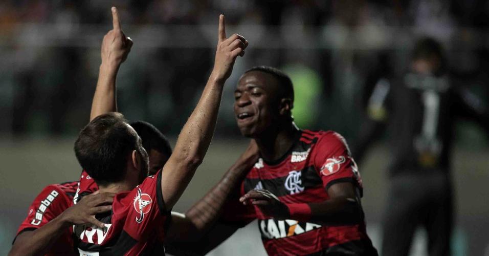 Everton Ribeiro comemora gol do Flamengo contra o Atlético-MG no Brasileirão