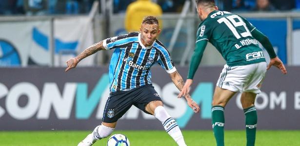 Grêmio de Everton (foto) venceu apenas um dos cinco jogos que fez em casa no Brasileiro