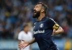 Douglas volta a marcar após 655 dias, Grêmio goleia o Vitória e dorme em 3º - ROBERTO VINICIUS/ESTADÃO CONTEÚDO