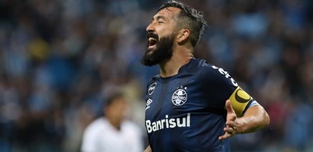 Douglas sofreu duas lesões no joelho esquerdo e deixa Grêmio ao final do contrato - ROBERTO VINICIUS/ESTADÃO CONTEÚDO