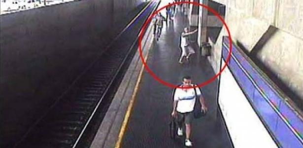 Câmera no metrô Tatuapé flagra tiro em briga entre torcidas, em 2005 - Reprodução