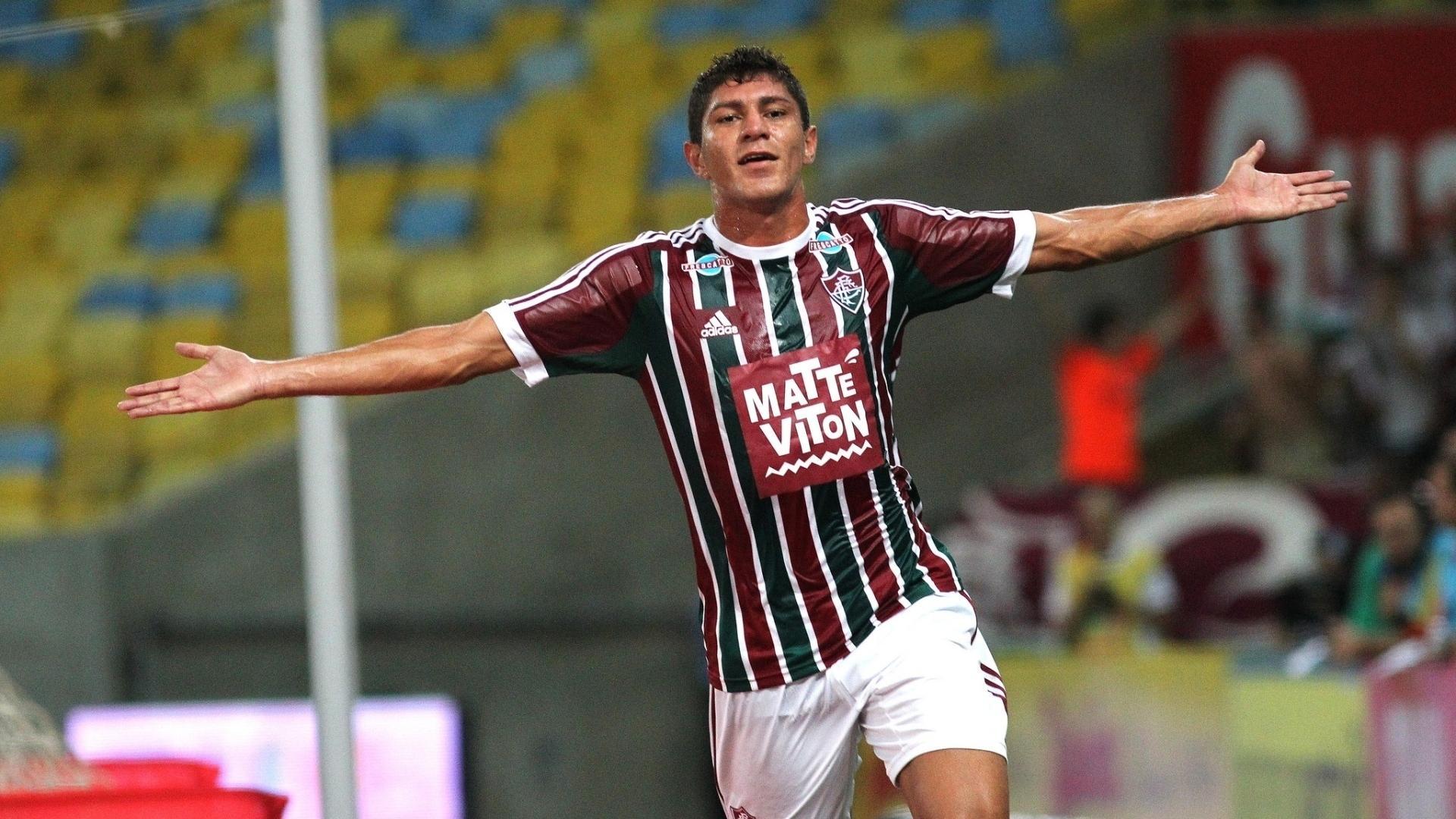 12.mar.2015 - Edson comemora o terceiro gol do Fluminense sobre o Bonsucesso
