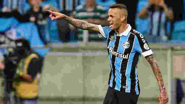 Luan comemora gol do Grêmio contra o Avaí - Pedro H. Tesch/AGIF - Pedro H. Tesch/AGIF