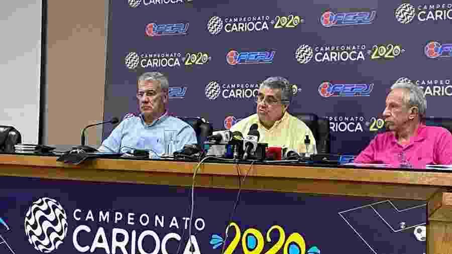 Rubens Lopes (centro), presidente da Ferj, em entrevista após reunião com os clubes por conta do coronavírus - Caio Blois / UOL