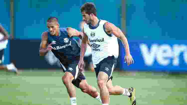 Lucas Araújo disputa lance com Lucas Silva em treino do Grêmio - Lucas Uebel/Grêmio FBPA - Lucas Uebel/Grêmio FBPA