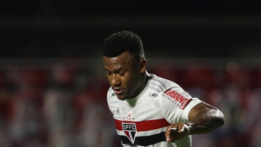 Luan, volante do São Paulo, ficou fora da primeira rodada do Paulista e quase foi negociado no mercado da bola - Rubens Chiri / saopaulofc.net