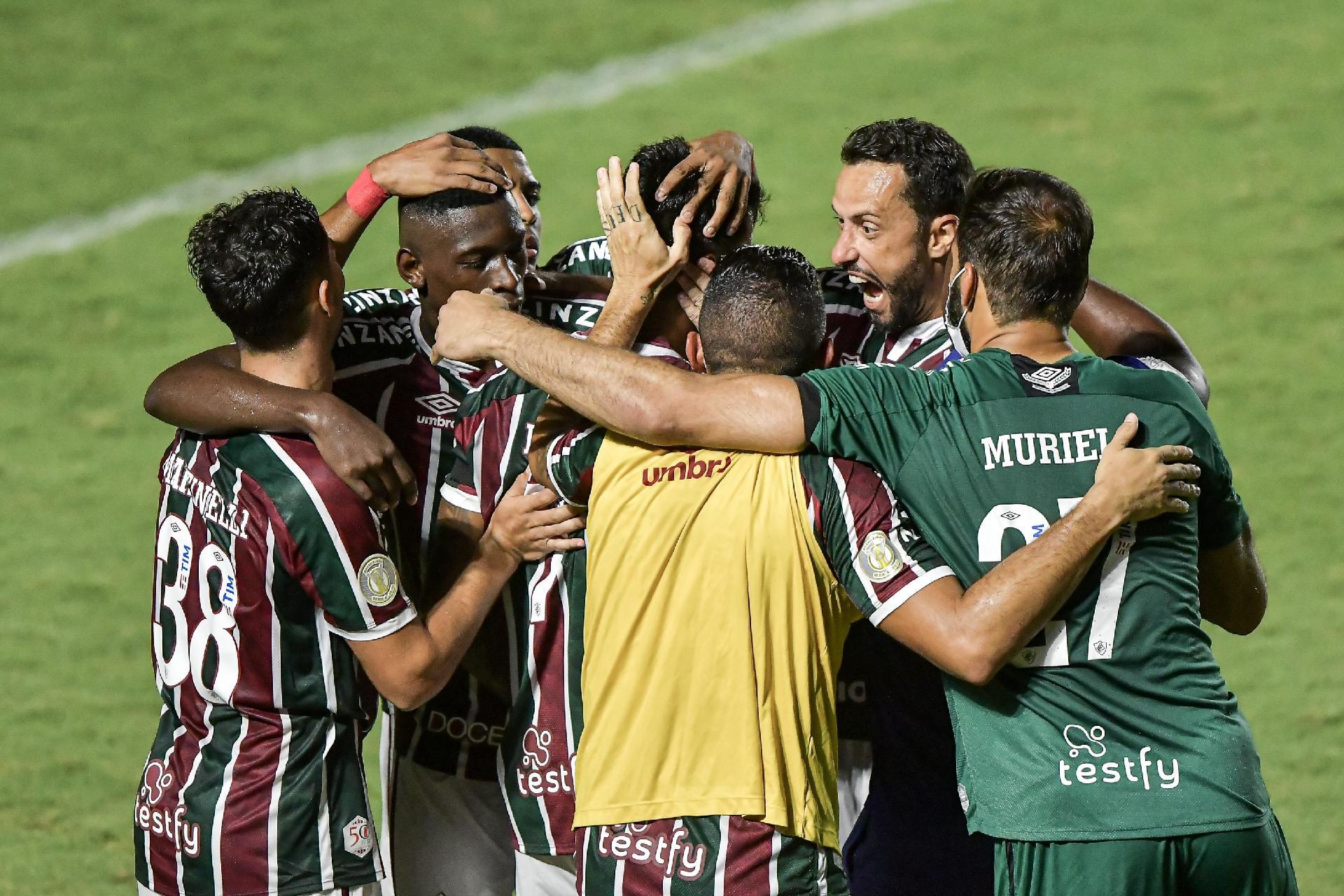 Jogadores do Fluminense comemoram gol marcado por Lucca, contra o Botafogo