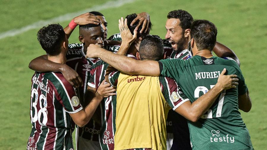 Jogadores do Fluminense comemoram gol marcado por Lucca. Time faz campanha de destaque - Thiago Ribeiro/AGIF