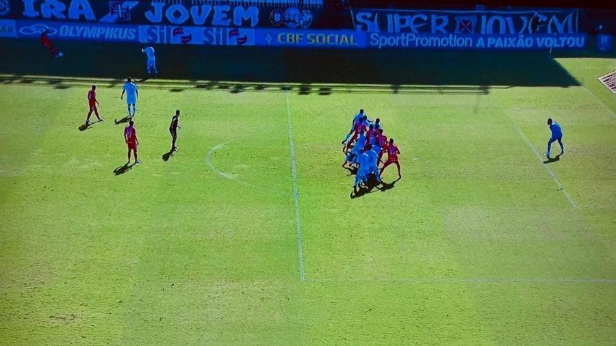 Gol de Rodrigo Dourado pelo Inter foi o centro da controvérsia com o VAR em São Januário, pelo Brasileirão 2020 - Reprodução/TV Globo