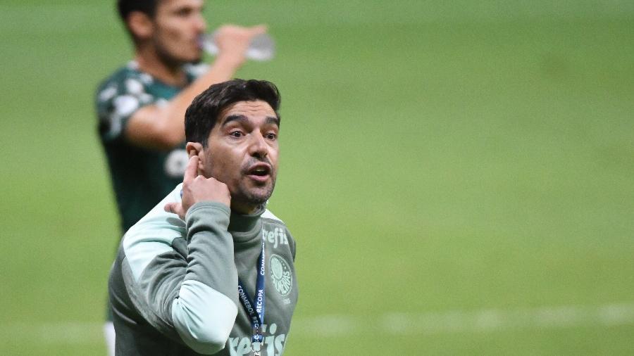 Abel Ferreira, durante partida do Palmeiras contra o Defensa y Justicia, pela Supercopa - ANDERSON PAPEL/CÓDIGO19/ESTADÃO CONTEÚDO