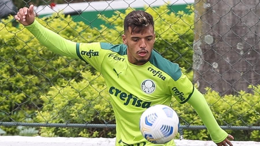 Gabriel Menino, do Palmeiras, durante treino na Academia de Futebol - Cesar Greco/Palmeiras