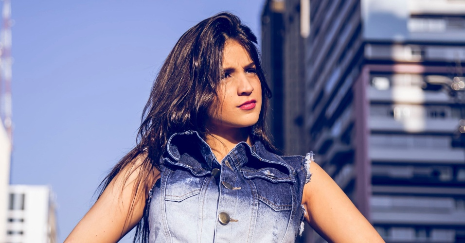 A modelo argentina Mica Fusca posa para as lentes do fotógrafo paulistano Eddy Marchi na Av.Paulista