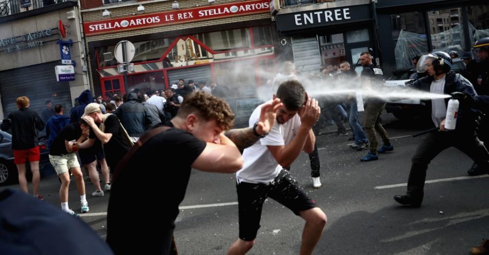 Polícia dispersa torcedores ingleses em briga em Lille