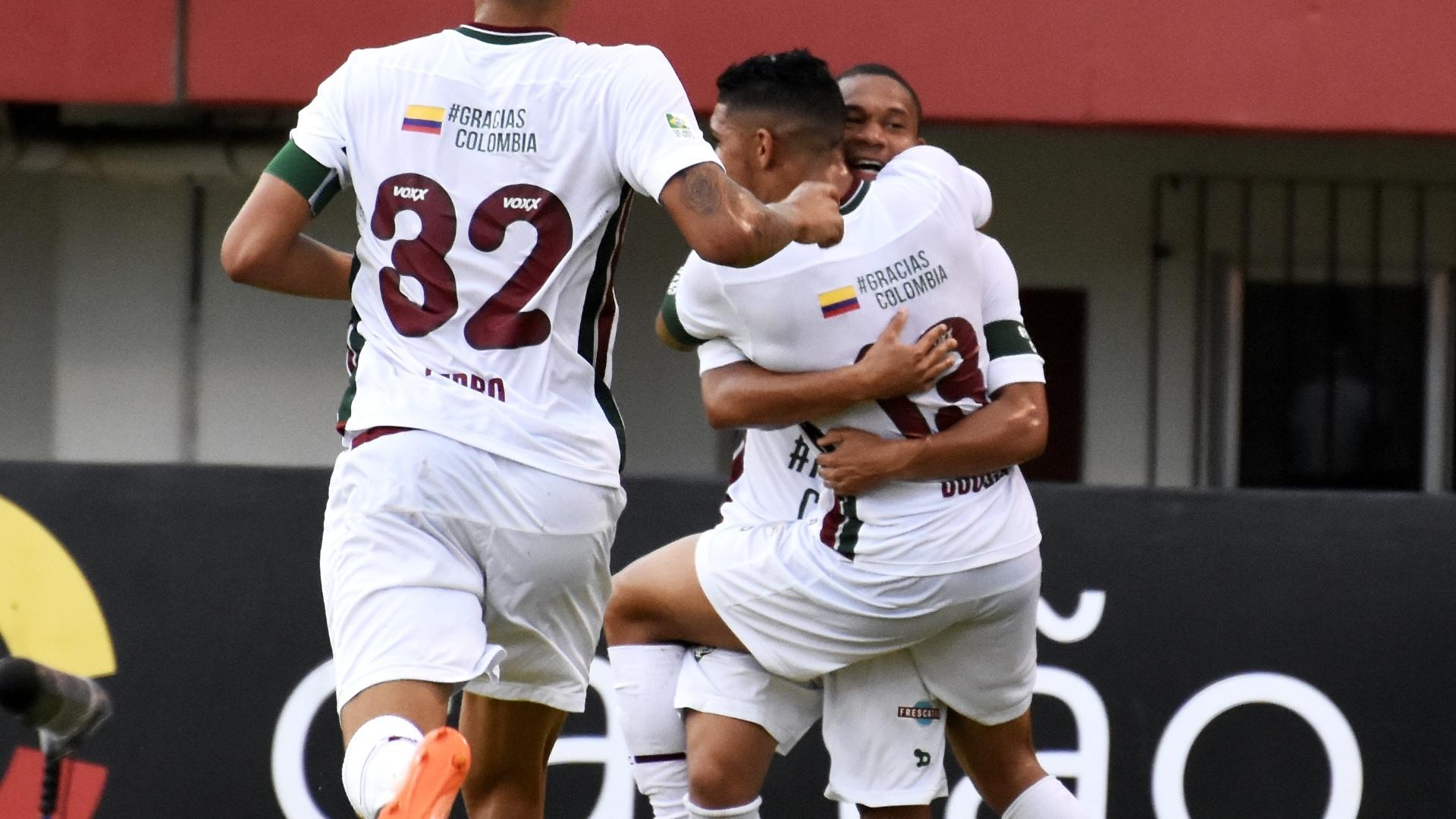 Jogadores do Fluminense comemoram gol de Douglas diante do Internacional