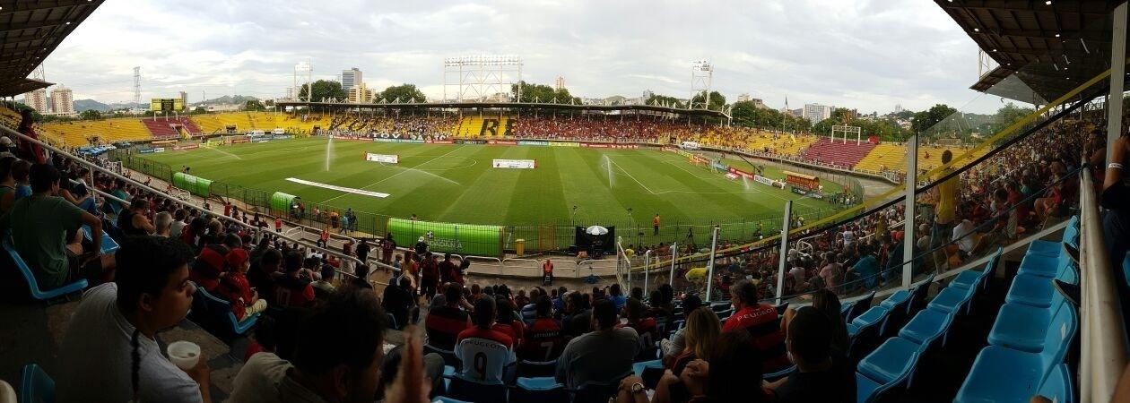 Torcedores acompanham clássico entre Flamengo e Vasco