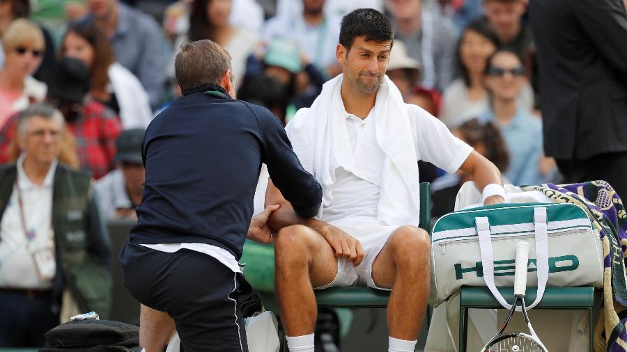 Novak Djokovic sentiu dores e abandonou partida contra Tomas Berdych em Wimbledon - Matthew Childs/Reuters