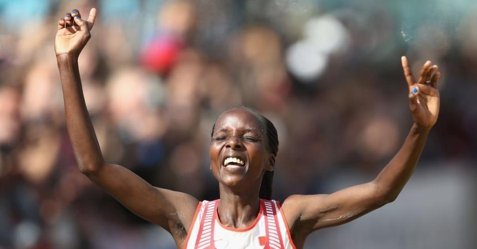 Rose Chelimo, do Bahrein, comemora vitória na maratona no Mundial de Atletismo