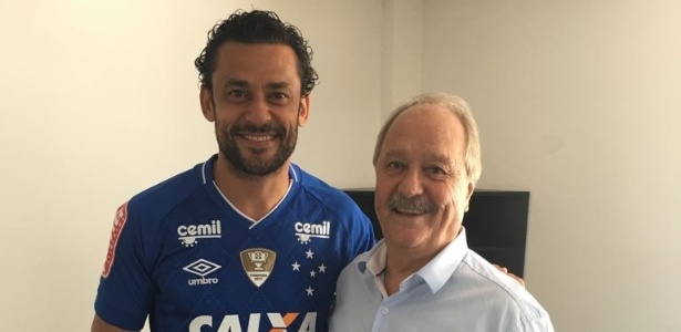 Fred ao lado do presidente do Cruzeiro, Wagner Pires de Sá; negociação foi longa