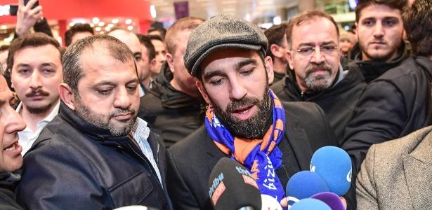 Arda Turan voltou ao futebol turco após seis anos e meio na Espanha - AFP PHOTO / OZAN KOSE
