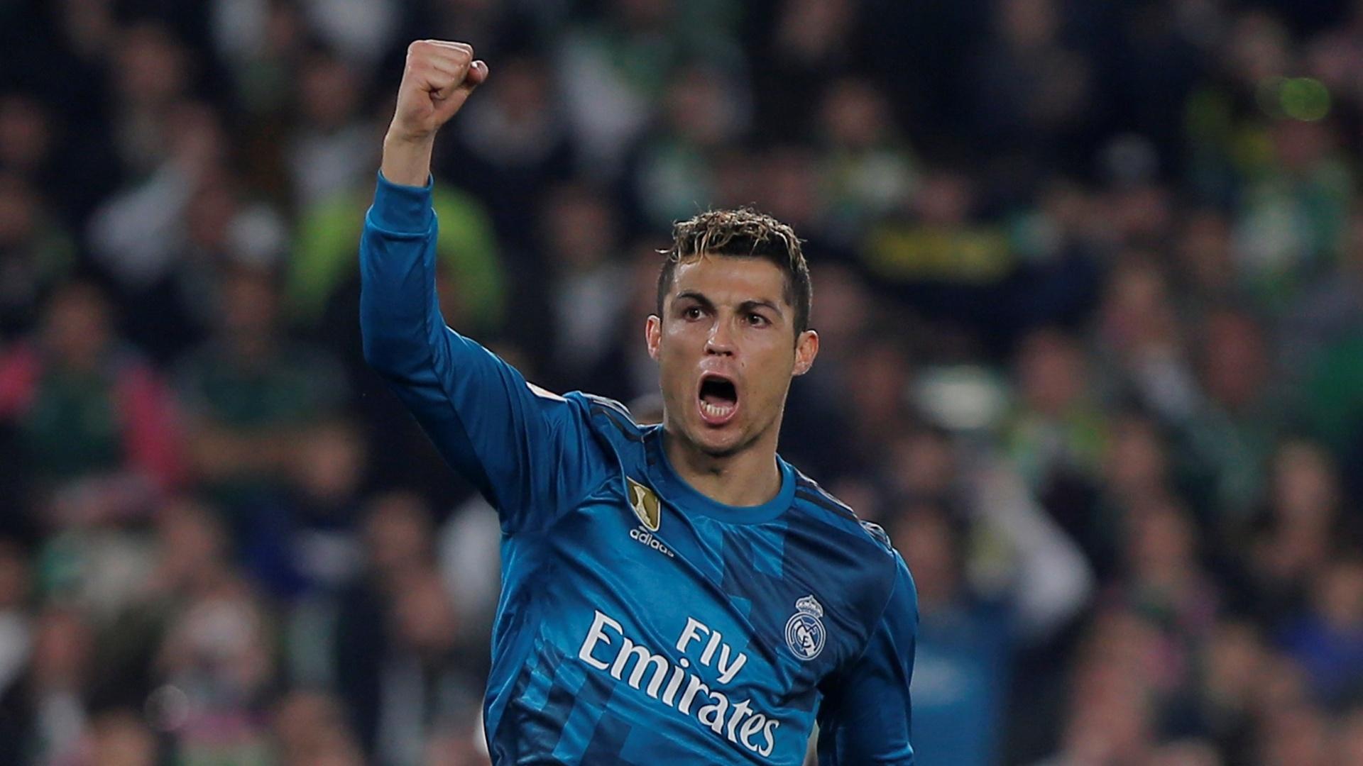 Cristiano Ronaldo vibra muito após o gol de Asensio para o Real Madrid