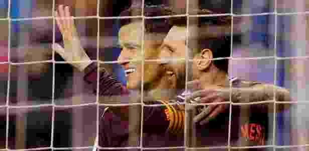 Messi comemora com Coutinho o segundo gol do Barcelona sobre o La Coruña - Miguel Vidal/Reuters - Miguel Vidal/Reuters