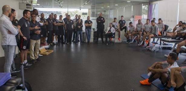 Osmar Loss reuniu o grupo do Corinthians antes de comandar o treino da equipe - Daniel Augusto Jr. / Ag. Corinthians