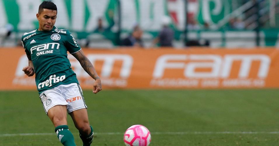 Dudu em ação pelo Palmeiras durante jogo contra o Grêmio