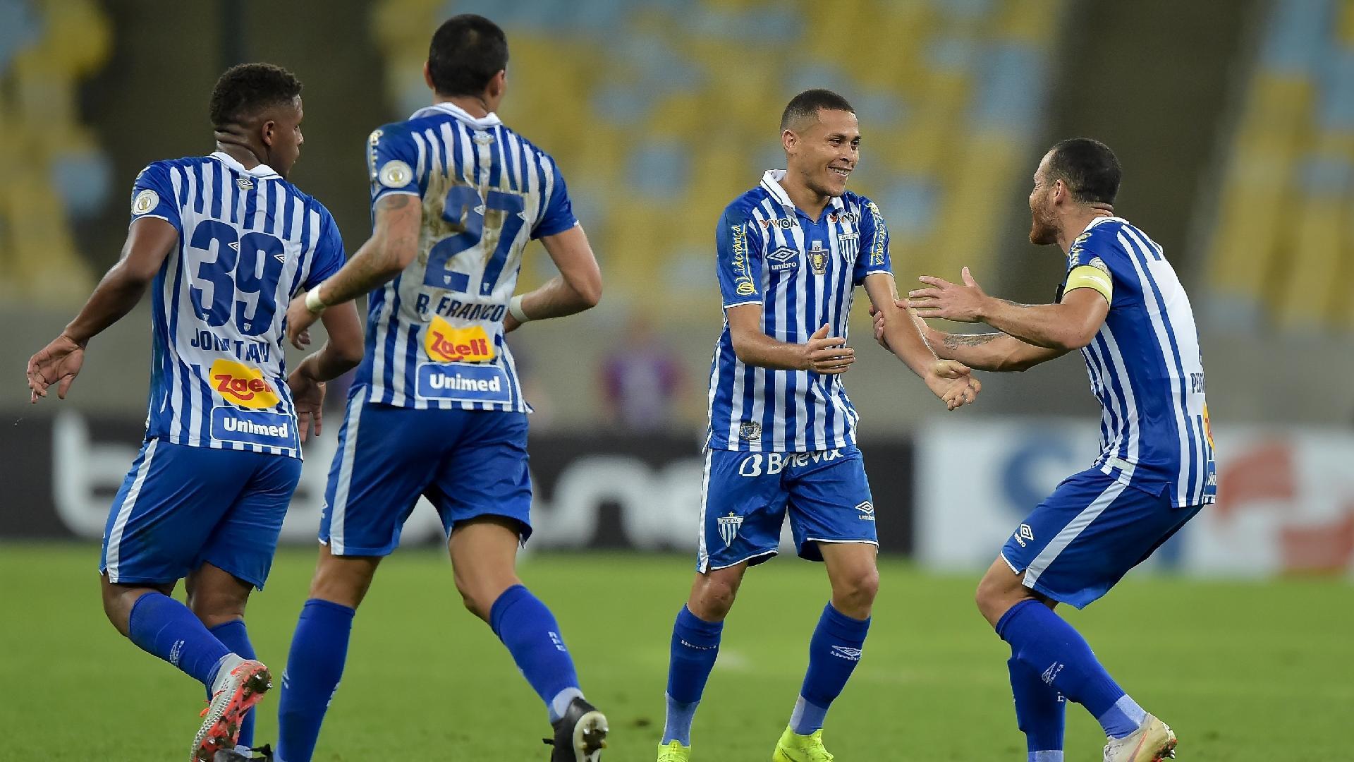 João Paulo comemora gol do Avaí contra o Fluminense