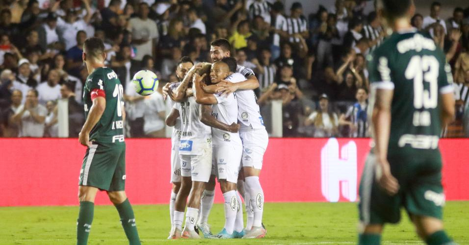 Jogadores do Santos comemoram gol de Marinho contra o Palmeiras