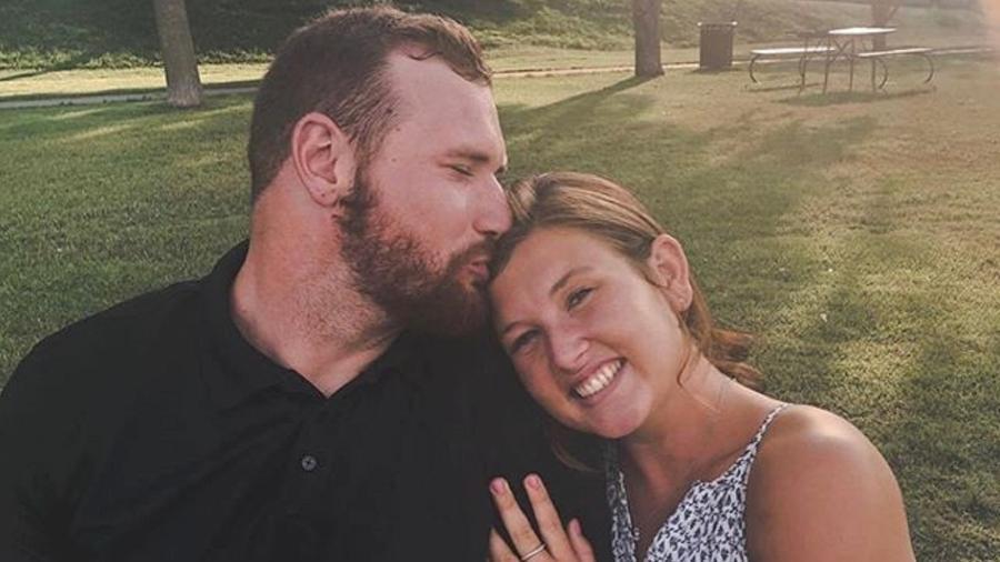 Frank Ragnow e a noiva, em foto publicada no Instagram - Reprodução/Instagram