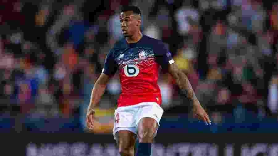 Gabriel, zagueiro do Lille, está nos planos do Everton, mas negociação foi paralisada - TF-Images/Getty Images