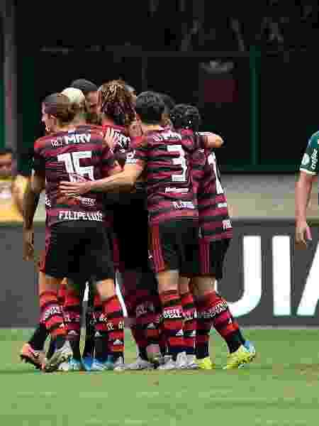 Jogadores do Flamengo celebram gol contra o Palmeiras - Bruno Ulivieri/AGIF