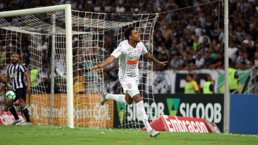 Gustavo comemora seu gol durante partida contra o Ceará hoje, no Castelão - Thiago Gomes/AGIF