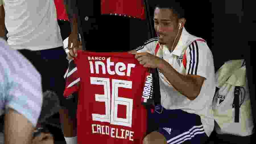 Caio Felipe é lateral-direito do São Paulo e ficou no banco do profissional contra o CSA em 2019 - Rubens Chiri/saopaulofc.net