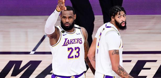 Los Angeles Lakers vence Miami Heat e é campeão da NBA pela 17ª vez
