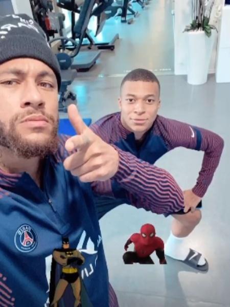 Neymar posta foto com Mbappé antes da estreia da Champions