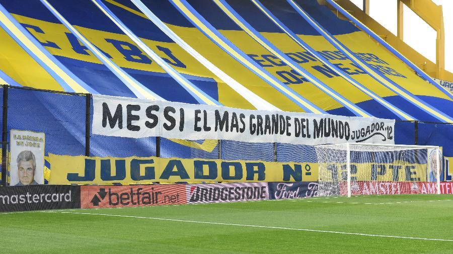 Lionel Messi foi homenageado com faixa em La Bombonera na partida entre Boca e Atlético-MG - REUTERS/Marcelo Endelli