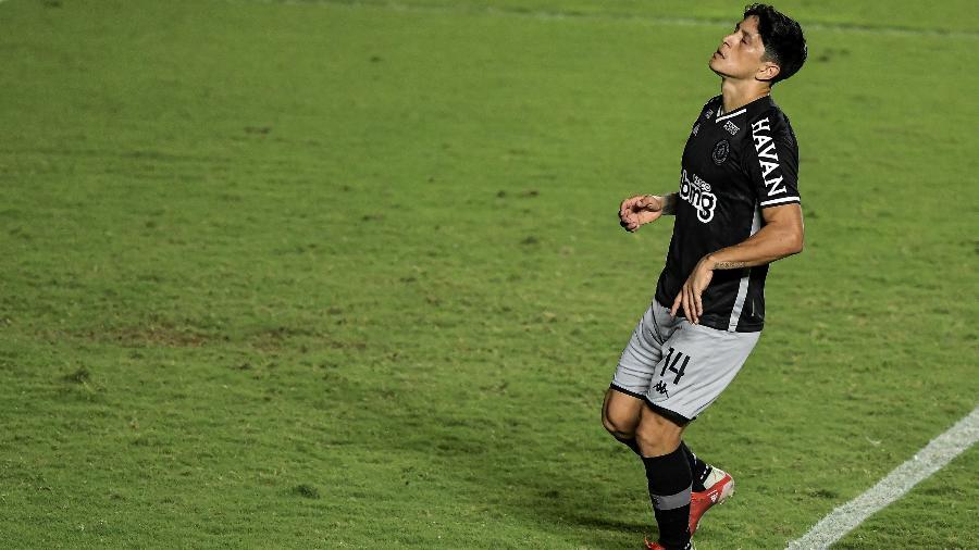 Cano, do Vasco, lamenta pênalti perdido contra o Brasil de Pelotas, em São Januário, pela Série B do Campeonato Brasileiro - Thiago Ribeiro/AGIF