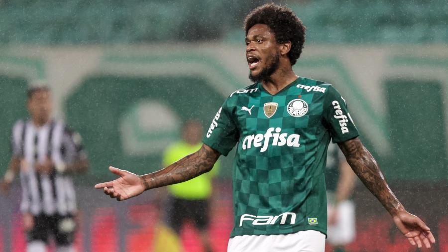 Luiz Adriano, do Palmeiras, em partida contra o Atlético-MG, pela Libertadores - Marcello Zambrana/AGIF