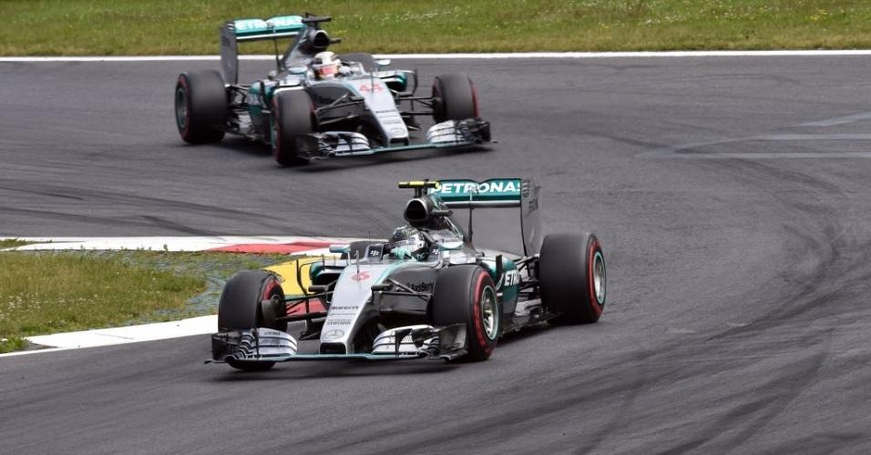 Rosberg ultrapassou Hamilton antes da primeira curva na Áustria