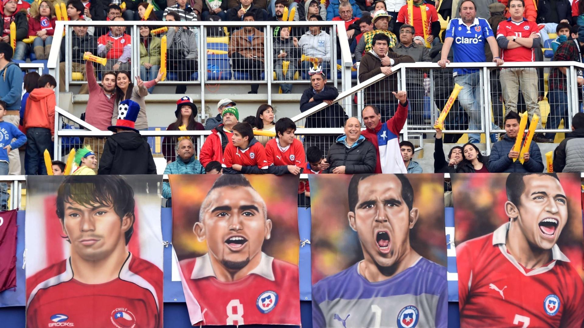 Jogo é entre Brasil e Paraguai, mas torcedores fazem homenagem para principais jogadores da seleção chilena