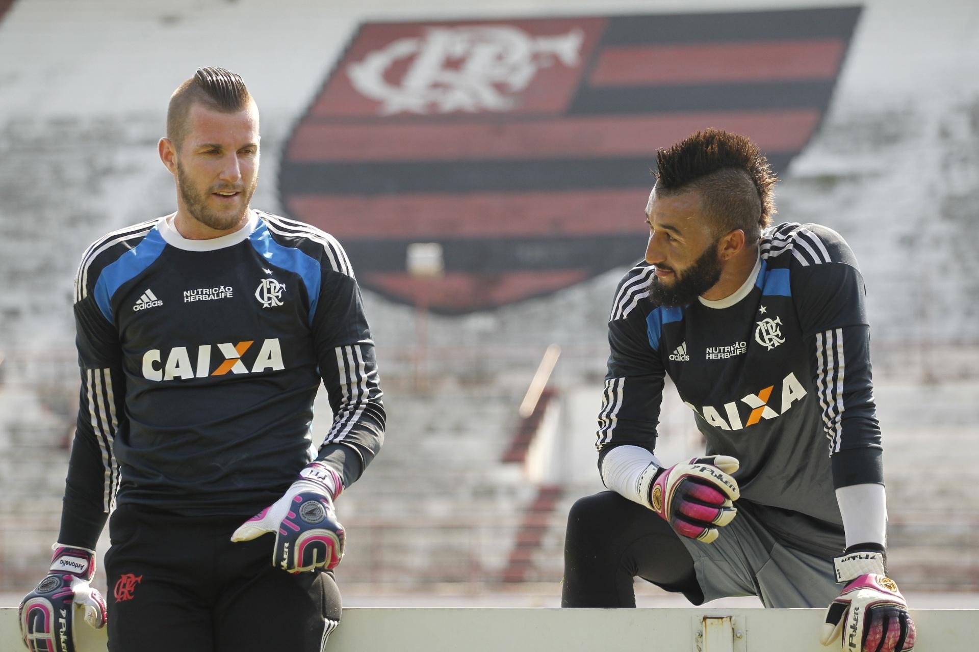 6403d2a7ae Muralha ganha espaço e disputa com Paulo Victor movimenta Flamengo -  Esporte - BOL