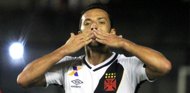 Com estiramento na coxa direita, Nenê desfalcou o Vasco contra o Santa Cruz