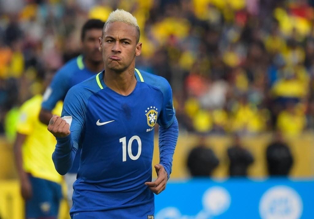 Neymar comemora gol de pênalti do Brasil contra o Equador