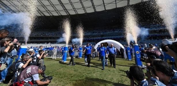Cruzeiro preparou uma festa em campo para apresentar dupla de R$30 milhões