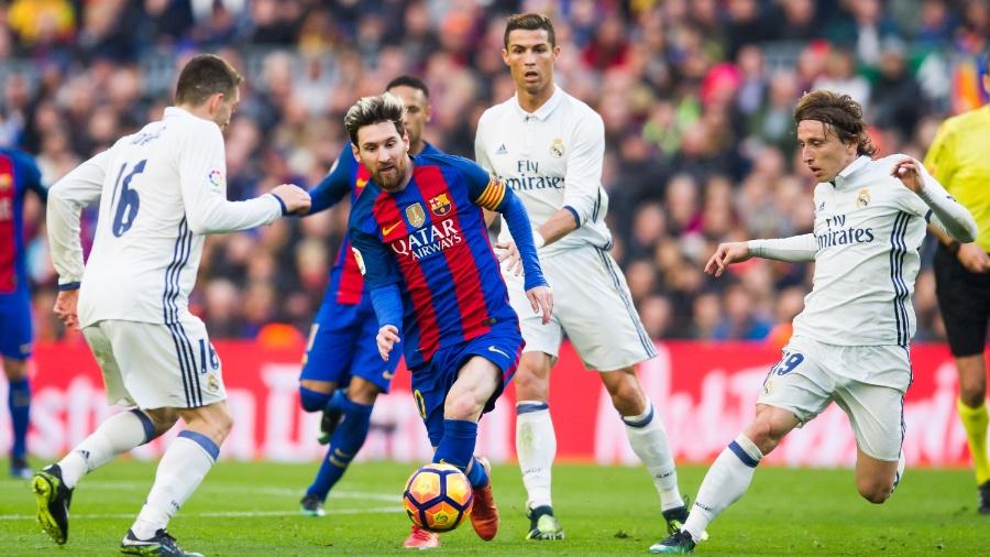 Clássico entre Barcelona e Real Madrid no primeiro turno do Espanhol 206-17 terminou empatado - Alex Caparros/Getty Images