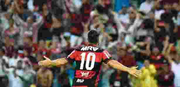Diego marca o segundo do Flamengo contra o Atlético-PR - Thiago Ribeiro/AGIF - Thiago Ribeiro/AGIF