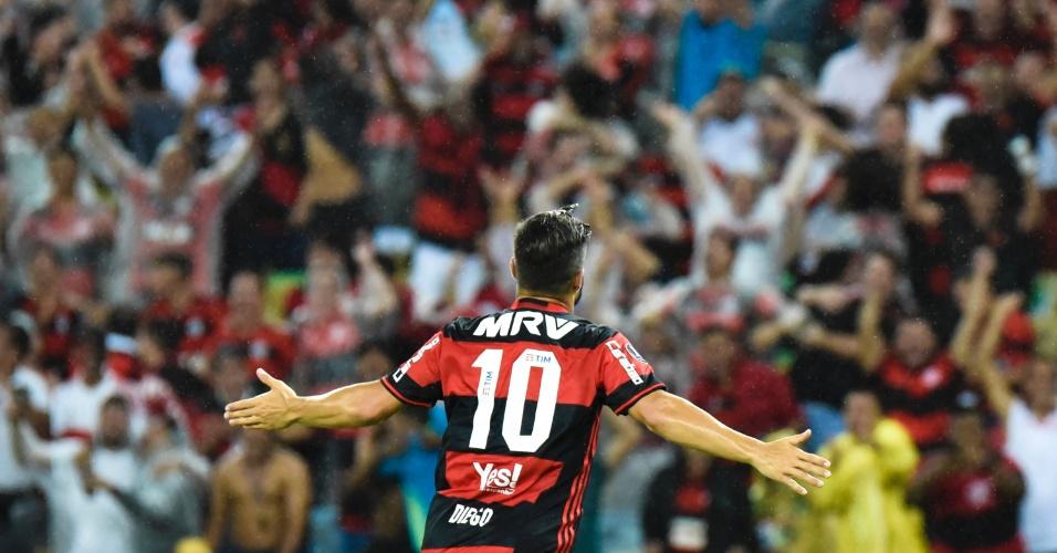 Diego marca o segundo do Flamengo contra o Atlético-PR
